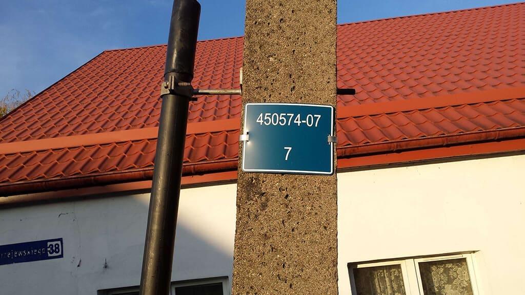 Tabliczka z numeracją słupa nN