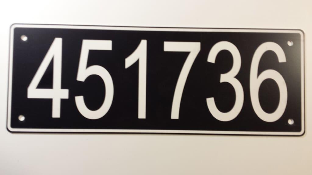 Tabliczka z numerem odłącznika