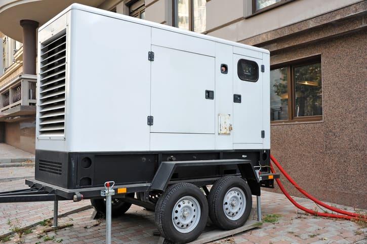Jak działa stabilizacja napięcia w agregatach prądotwórczych?